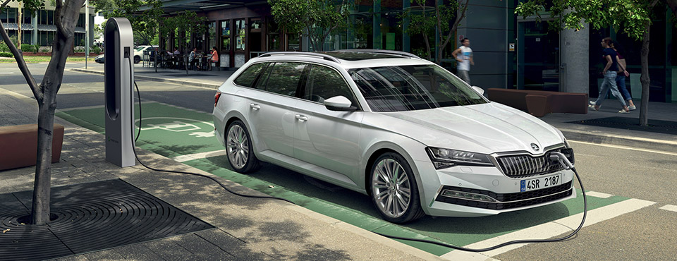 NEW SKODA Superb iV - ab 39'990.-